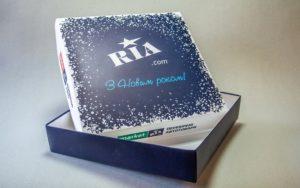 Коробка из картона для подарков фото